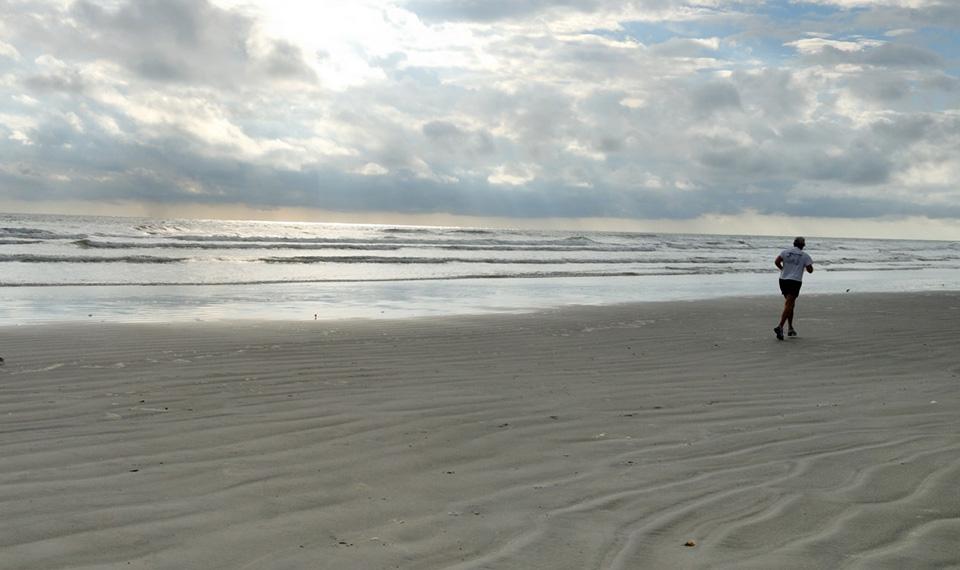 jogging-on-the-beach